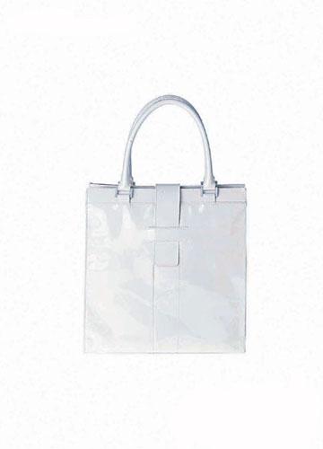 白色漆皮包